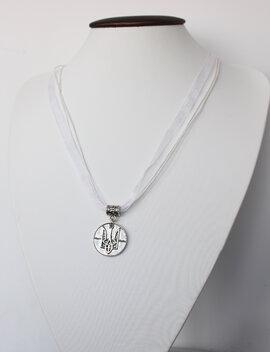 """Кулон-медальйон """"Тризуб"""" на білій стрічці - фото книги"""