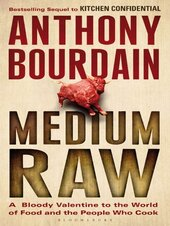Medium Raw: A Bloody Valentine to the World of Food and the People Who Cook - фото обкладинки книги