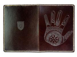 "Обкладинка на паспорт ""Рука"" темно-коричневий - фото книги"