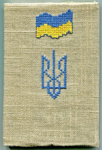 Обкладинка на паспорт з тризубом і прапором